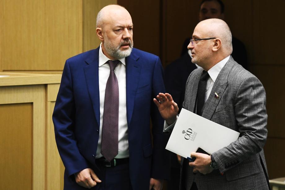 Авторами уже нашумевшего законопроекта стали Павел Крашенинников (на фото слева) и Андрей Клишас (на фото справа).