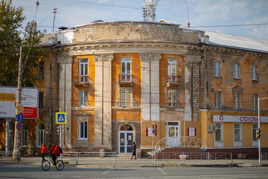 В Нижнем Тагиле активно идёт ремонт здания «Самородка», где сейчас расположена одна из арт-резиденций VI Уральской индустриальной биеннале.