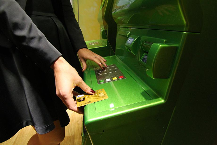 Мошенники предупредили, что снятые с кредитной карты деньги являются меченым вещдоком и ими нельзя пользоваться.