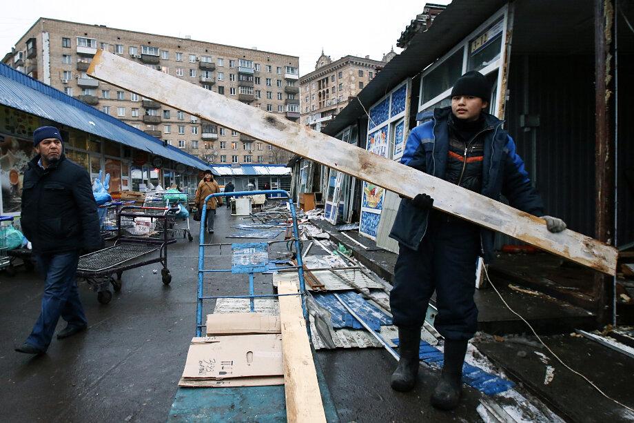 Демонтаж торговых павильонов на Дорогомиловском рынке в 2014 году.