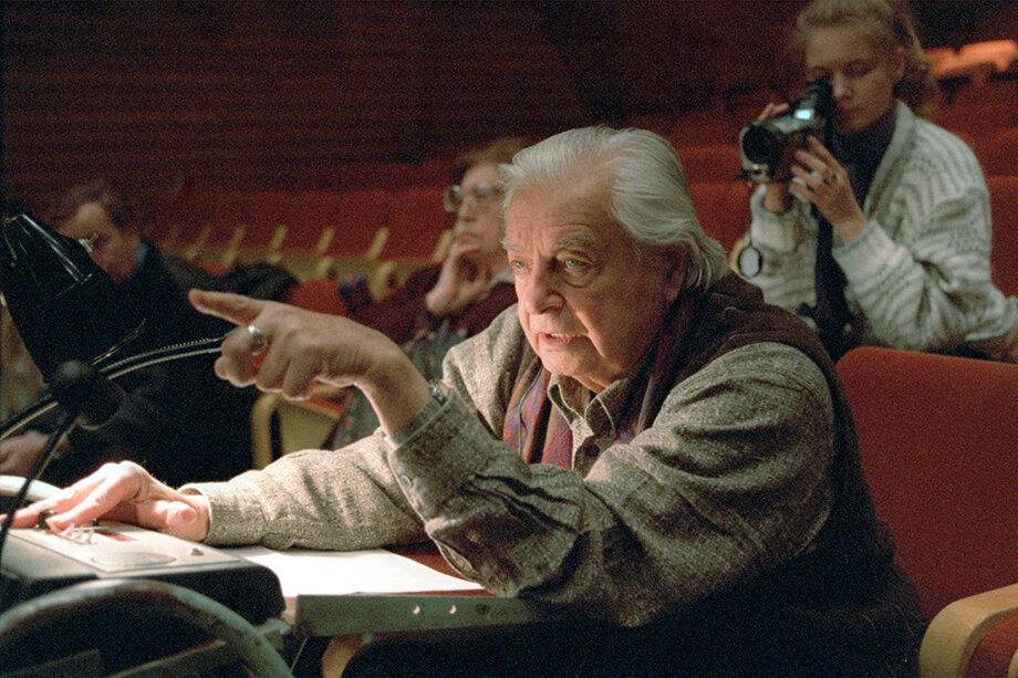 Из-за конфликта вокруг Юрия Любимова в 1993 году Таганка раскололась, и часть труппы создала собственный театр «Содружество актёров Таганки».