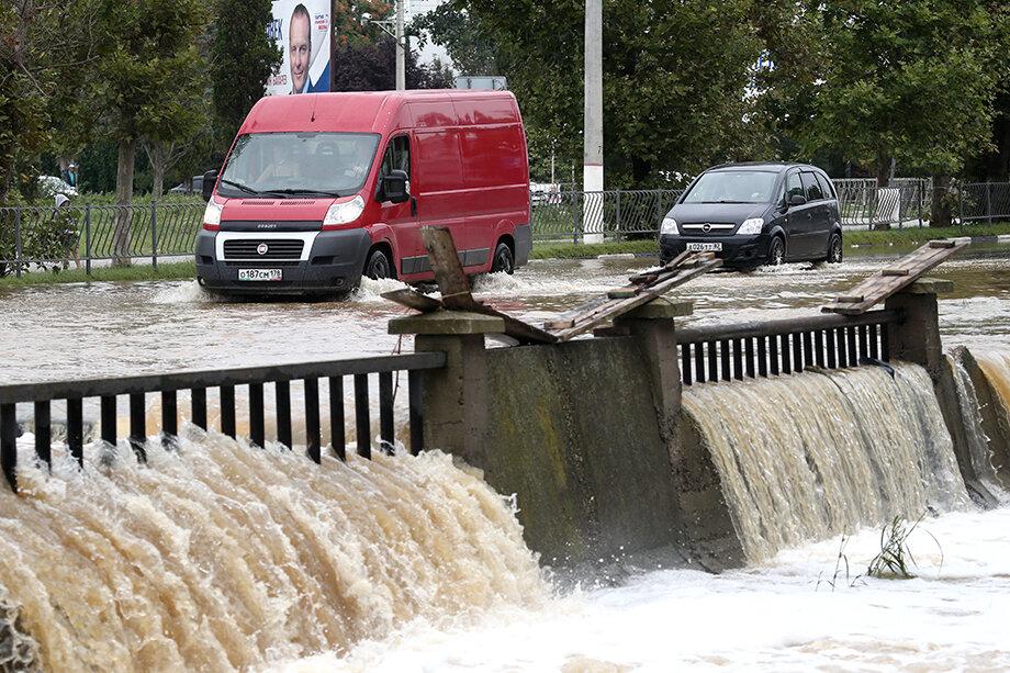 После июньского наводнения власти предусмотрели около 40 млн рублей на работы по расчистке реки Мелек-Чесме в Керчи.