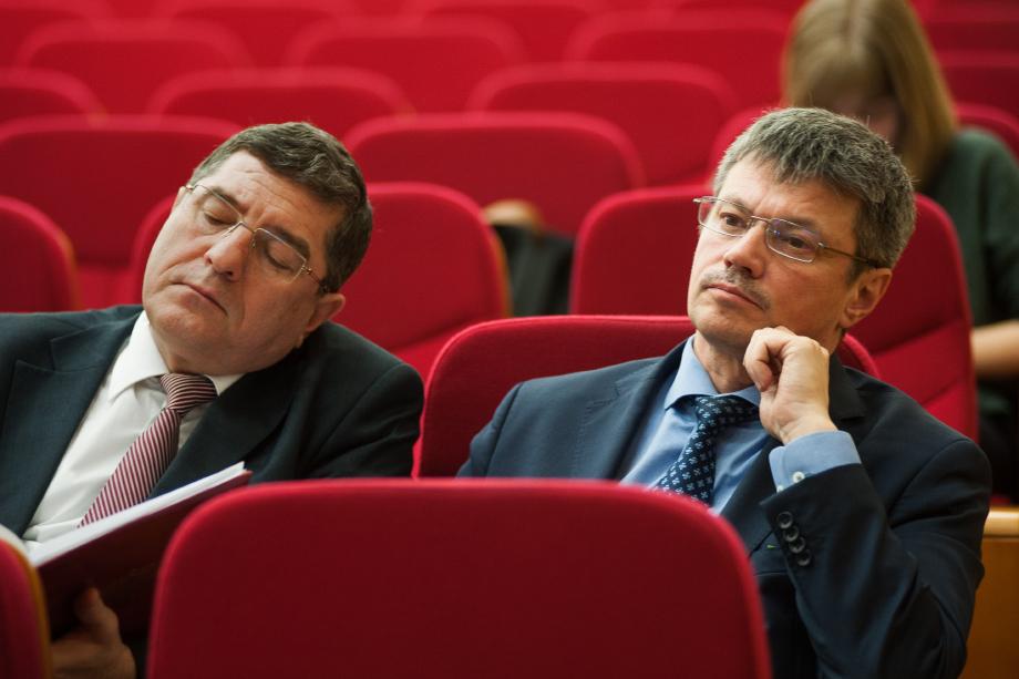 Андрей Ветлужских (справа), председатель Федерации профсоюзов Свердловской области.