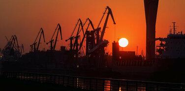 Большой порт переезжает. По гамбургскому счёту или по бразильской системе?